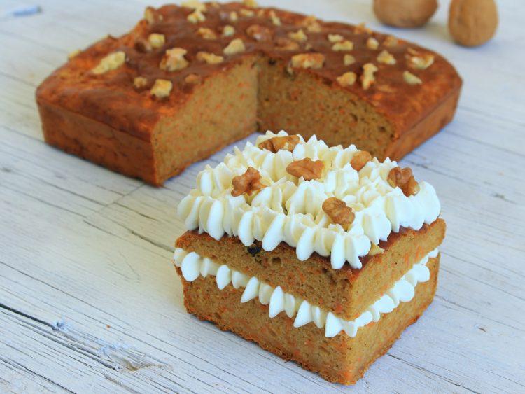 Bizcocho de Zanahoria Fit (tarta con frosting de queso crema light)
