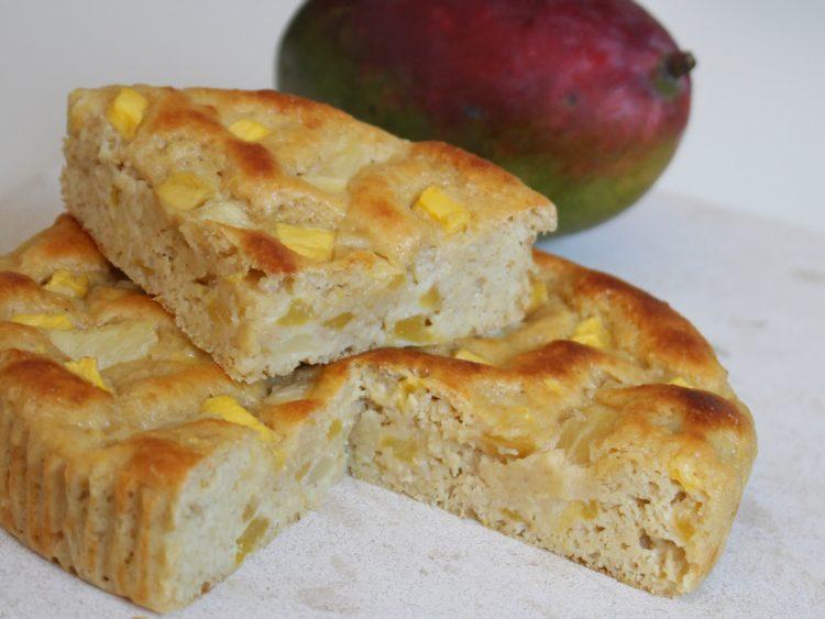 Bizcocho Fit de Yogur, Mango y Piña