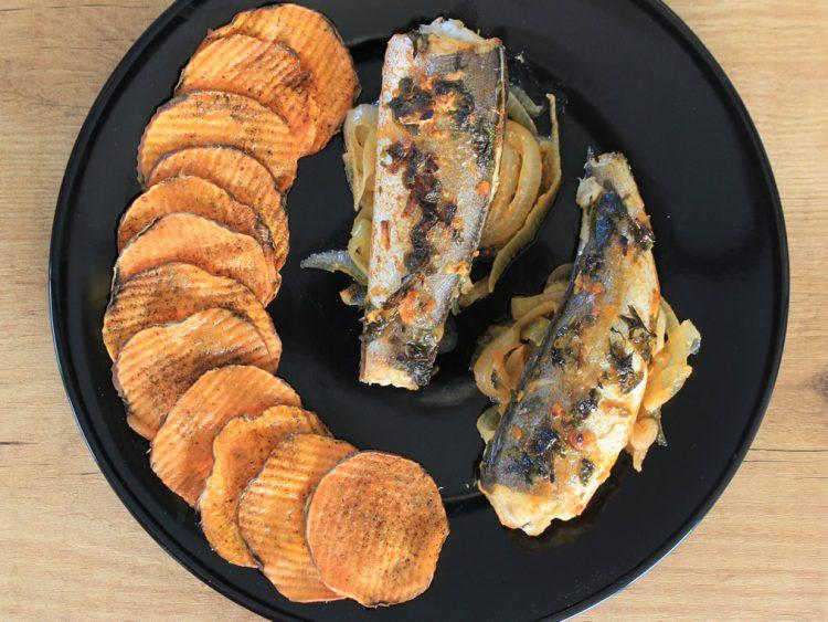Pescadillas de Merluza al Horno con Chips de Boniato