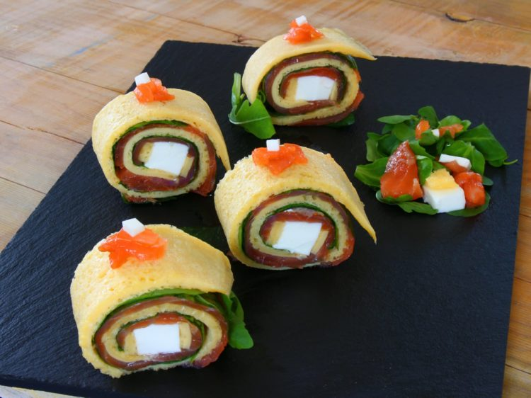Rollitos de Tortilla Fit con Salmón y Queso